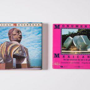 Mexican Monuments (1989) y Monumentos mexicanos (1992), de Helen Escobedo y Paolo Gori. Parte de la exhibición Monumentos, anti-monumentos y nueva escultura pública en el Museo de Arte Zapopan, Guadalajara, México. Foto: cortesía MAZ.