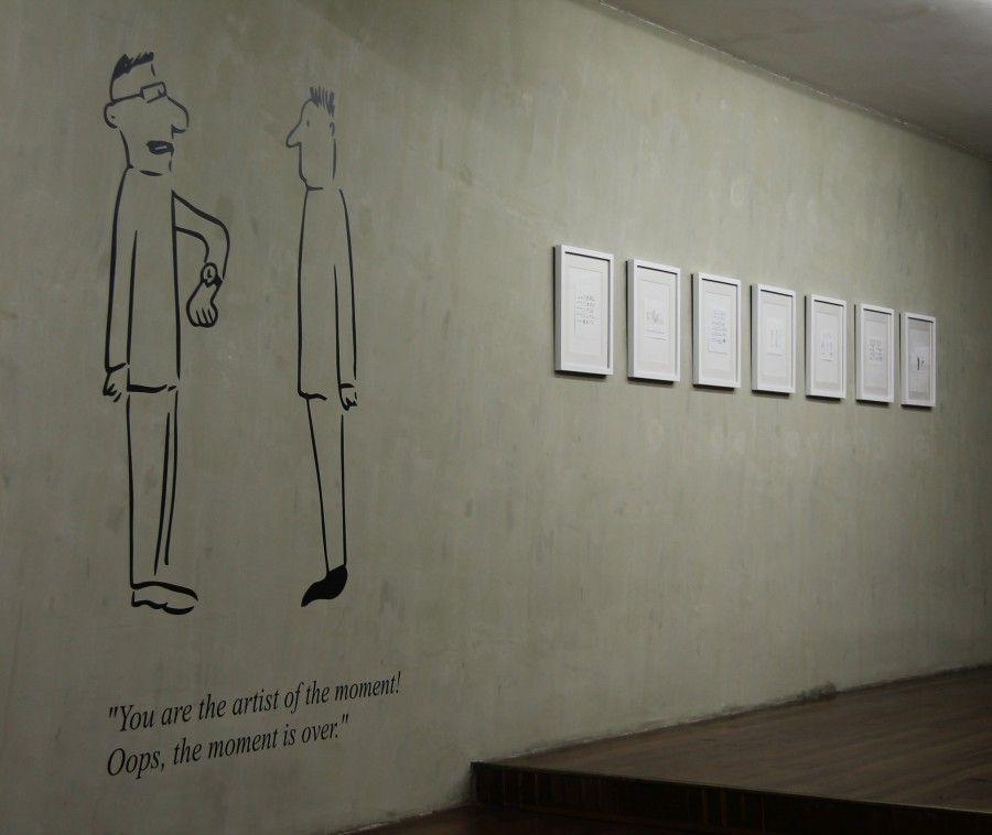 """Vista de la exposición """"Creo que vi algo sobre ti haciendo algo en algún sitio"""", de Pablo Helguera, en KB, Bogotá. Foto: Davide Gatti"""