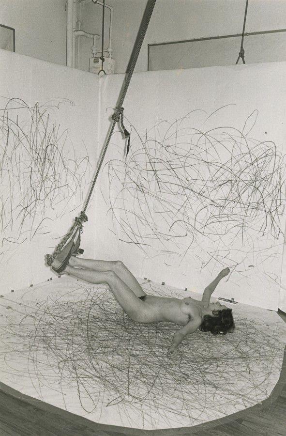 Carolee Schneemann, Up to and Including Her Limits, 1973-1977. Cortesía de la artista, P.P.O.W Gallery (Nueva York), Hales Gallery (Londres), Galerie Lelong, (París), y VG Bild-Kunst (Bonn)