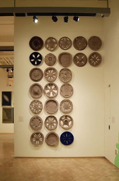 Johanna Unzueta, Rhythm Rims, 2011, fieltro y costuras. Instalación en el Museo del Barrio, Nueva York. Cortesía de la artista