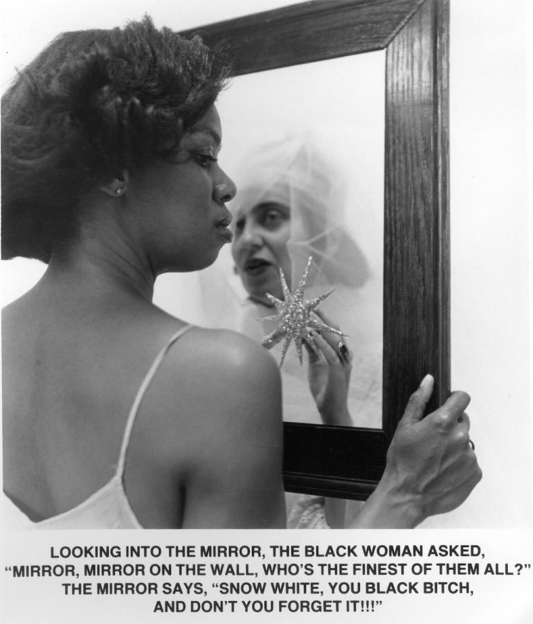 Carrie Mae Weems (EEUU, 1953). Mirror Mirror, 1987-1988, impresión plateada, 62,9 x 52,7 cm. Cortesía de la artista y Jack Shainman Gallery, Nueva York. © Carrie Mae Weems