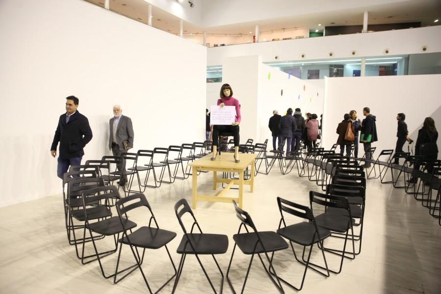 """Vista de la exposición """"Entre líneas y cosas"""", de Esther Ferrer, en CEART, Fuenlabrada, España, 2016. Foto cortesía de CEART"""