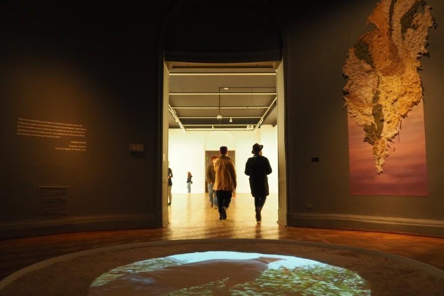 """ISLAYSÉN, de Catalina Correa, en la muestra """"Movimientos de Tierra"""", en el Museo Nacional de Bellas Artes, Santiago de Chile, 2017. Foto: José Délano"""