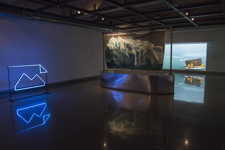 """Vista de la exposición """"1/8 por el todo"""", de Pilar Elgueta, en Balmaceda Arte Joven de la Fundación Minera Escondida, Antofagasta, 2017. Foto: Cristián Ochoa"""