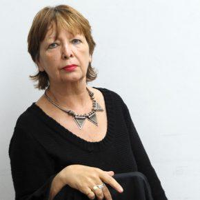 Nelly Richard, crítica de arte, retratada por Paz Errázuriz. Foto: cortesía CNCA.