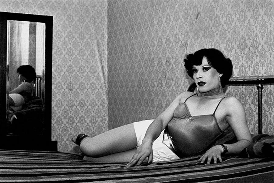 Paz Errázuriz, Evelyn, La Palmera, Santiago, de la serie La Manzana de Adán, 1983. Cortesía de la artista