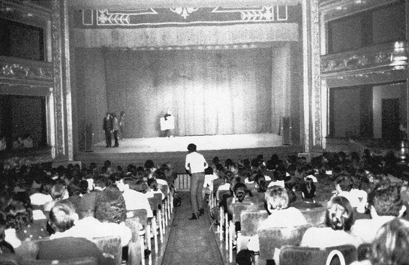 Incidentes del Teatro Gayarre durante la actuación de Zaj en los Encuentros de Pamplona, 1972. Fuente: http://lajuntadecarter.com