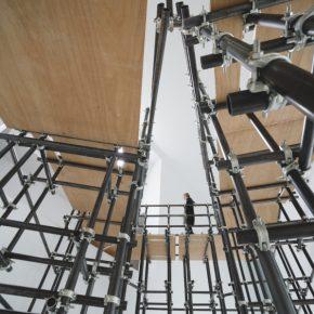 Detalle del site-specific Proceso de inicio (2017) de Luciana Lamothe, parte de la muestra Lugar: contingencias de uso, en el Centro Galego de Arte Contemporánea de Santiago de Compostela, España. Foto: cortesía CGAC.