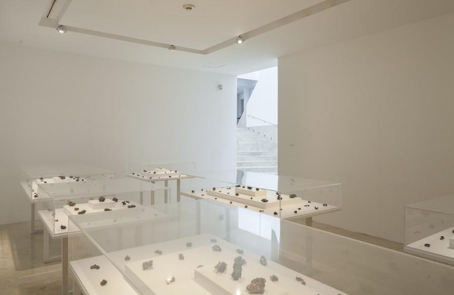 """Vista de la exposición """"Estados Nativos"""", de Ximena Garrido-Lecca, en el MALBA, Buenos Aires, 2017. Foto: Javier Agustín Rojas"""