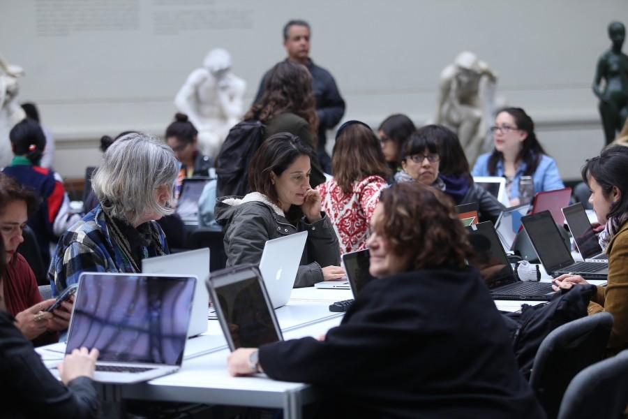 Editatón de Mujeres Artistas para Wikipedia, en el Museo Nacional de Bellas Artes, 2017. Foto: Natalia Espina/CNCA