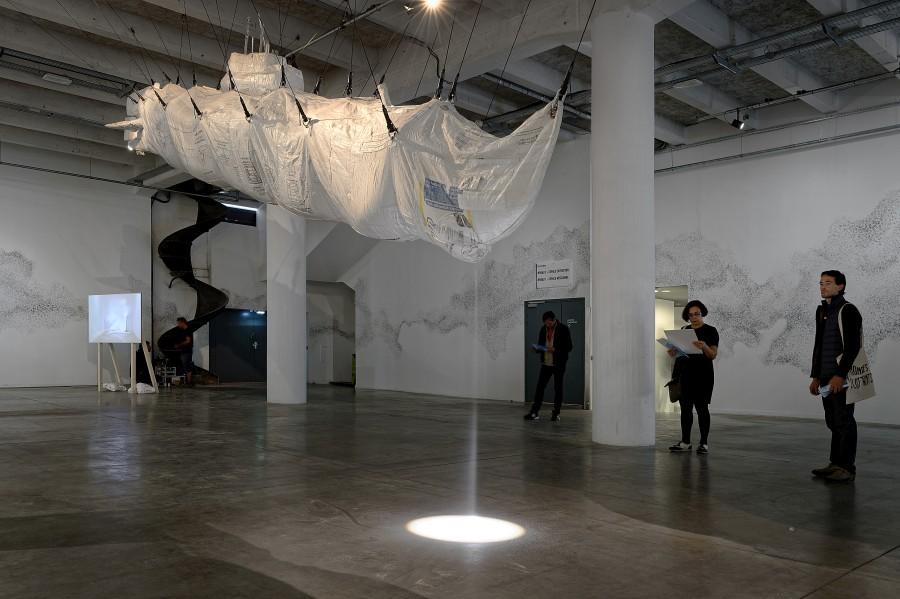 Damián Ortega, Hollow/Stuffed: Market Law, 2012. Vista de la instalación en La Sucrière. Cortesía del artista y la Biennale de Lyon 2017. Foto: ©Blaise Adilon