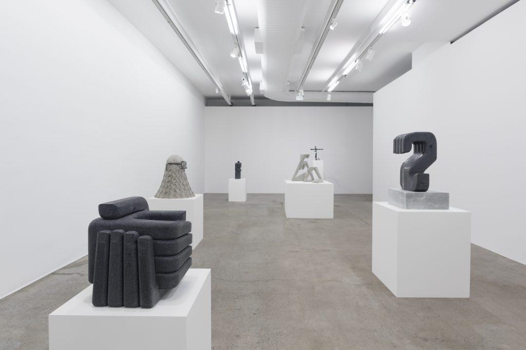 Pedro Reyes. Vista de la exposición en Galeria Luisa Strina, São Paulo, 2017. Cortesía: Galeria Luisa Strina. Foto: Edouard Fraipont