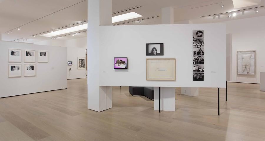 """Vista de la exposición Radical Women: Latin American Art, 1960-1985. Sección """"Resistance & Fear"""". Hammer Museum, Los Angeles, 2017. Foto: Brian Forrest"""