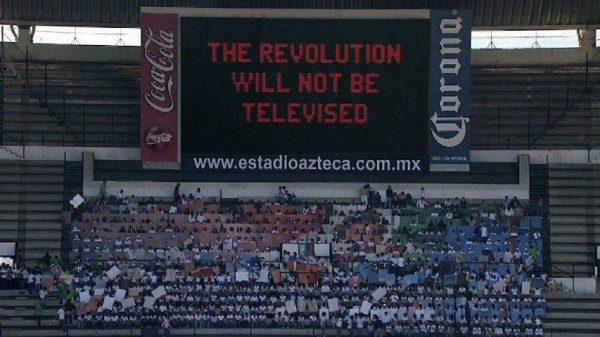 Melanie Smith, Estadio Azteca, proeza maleable, 2010, Video full HD, 10,29 min. En Dixit Petrobras. Cortesía: Galeria Nara Roesler / arteBA