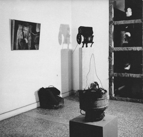 Kenneth Kemble, Muestra de Arte Destructivo en Galería Lirolay, 1961. Foto: Jorge Roiger. En Dixit. Cortesía: Cosmocosa / arteBA