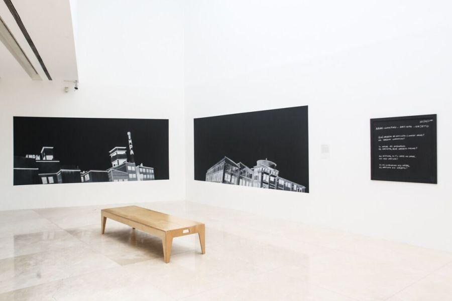 """Vista de la exposición """"Salida de los obreros del museo"""", de Alexander Apóstol, en el MALBA, Buenos Aires, 2017. Foto: Guyot/Mendoza. Cortesía: MALBA"""