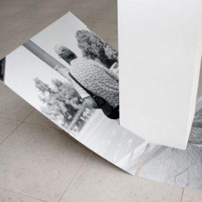 Pablo Jansana, Drumpcomputtern, Iroquese, Anfetamina, 2014, impresión Lambda y troquelado, columna de concreto, 160 x 120 cms. Cortesía: Galería Artespacio