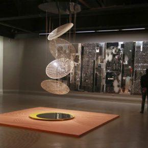 Pieza Más Circus de Liliana Iturriaga en la muestra colectiva Menos es Más, en el Museo Nacional de Bellas Artes de Santiago de Chile. Foto: cortesía del museo.