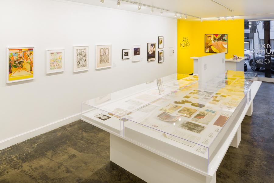 """Vista de la exposición """"Axis Mundo: Queer Networks in Chicano L.A."""", en ONE Gallery, Los Ángeles, 2017. Cortesía: The Museum of Contemporary Art, Los Angeles. Foto: Zak Kelley"""