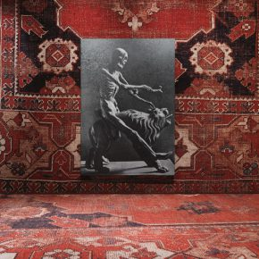 Rudolf Stingel, Sin título, 2013, Vista de la instalación en el Palazzo Grassi, óleo sobre lienzo, 243,8 x 168,3 cm Colección Pinault, Foto Stefan Altenburger, Cortesía del artista