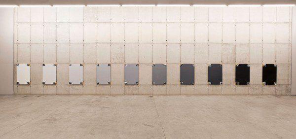 Sandra Gamarra, Lo que nos hizo modernos, 2014, óleo sobre tela (10 pinturas de 120 x 80 cm c/u). Foto: Filipe Berndt