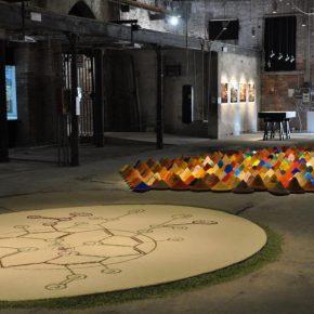 Vista general del Pabellón América Latina - IILA, 55ª Bienal de Arte de Venecia. En primer plano: Lucía Madriz, Vitalis,Foto: Fabio Bertolini