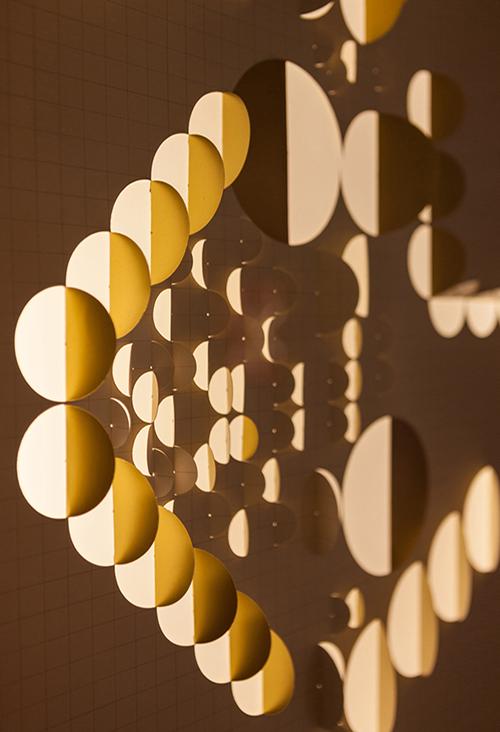 Detalle de obra N°8, parte de la muestra Dibujos de Luz de Benjamín Ossa en Galería Artespacio, Santiago de Chile. Foto: Sebastián Mejía, cortesía del artista.