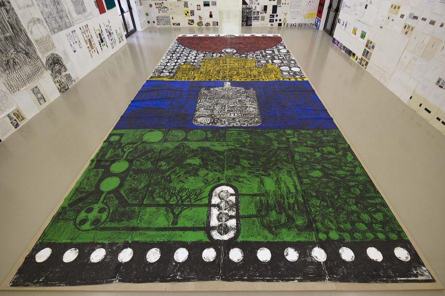 """Vista de la exposición de Matt Mullican """"12 by 2"""", Villeurbanne, Lyon, Francia, 2010. Cortesía del artista; Mai 36 Galerie, Zurich; y HangarBicocca, Milán. Foto: Blaise Adilon"""