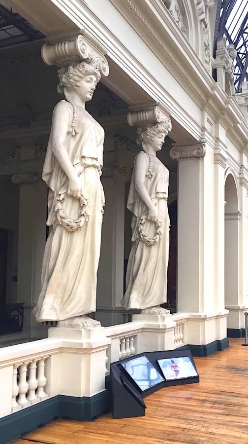 """Vista de la instalación """"Necia"""", de Juana Guerrero, en el Museo nacional de Bellas Artes, Santiago de Chile, 2017. Cortesía de la artista"""