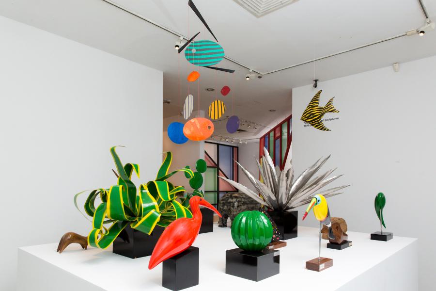"""Esculturas de Ernesto Cardenal (1956-presente). Vista de la exposición """"Sueño de Solentiname"""" en la 80WSE Gallery, Nueva York, 2017. Cortesía de Ernesto Cardenal"""