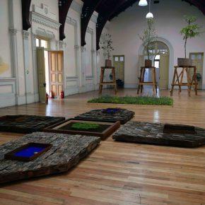 """Vista de la exposición """"Lecciones de Clase"""", del artista Francisco Schwember, en el Museo de la Educación, Santiago de Chile, diciembre 2017. Cortesía del artista y del museo"""