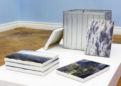 Aerial photography does not create space but registers surfaces installation, 2016, de Cristina Garrido. En Galería 3+1 Arte Contemporanea