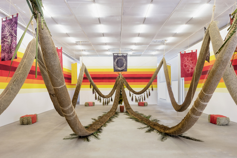 "Daniel Lie, ""Filhxs do Fim"". Vista de la exposición en Casa Triângulo, São Paulo. Foto: Filipe Berndt"