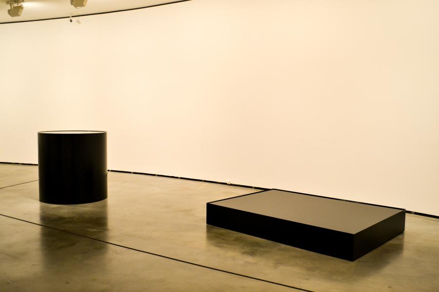 Nobuo Sekine. Fase de la Nada-Agua (Phase of Nothingness-Water), 1969/2012. Acero inoxidable, barniz y agua. Foto: Leyla Dunia