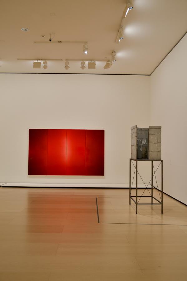 """""""Mirada"""", de Isa Genzken. Vista de la exposición """"El Arte y el Espacio"""" (Sala 2), en el Museo Guggenheim Bilbao, 2018. Foto: Leyla Dunia"""