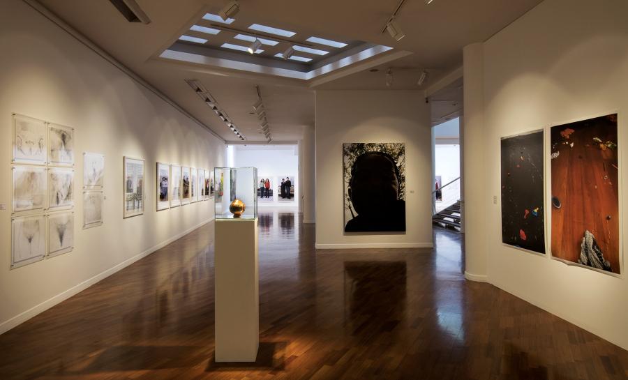 """Vista de la exposición """"Energías Sociales / Fuerzas Vitales. Natalia Iguiñiz: Arte, Activismo, Feminismo (1994-2018)"""", en el ICPNA (Instituto Cultural Peruano Norteamericano), Lima, 2018. Foto cortesía ICPNA"""