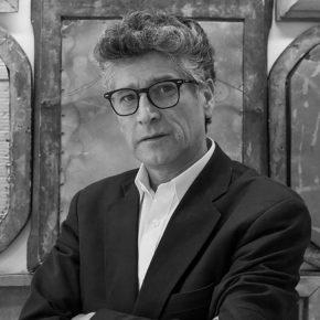 El escritor y galerista Sergio Parra. Foto: Sebastián Mejía.