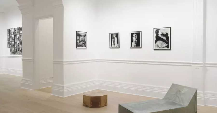 "Vista de la exposición ""Women look at Women"", en Richard Saltoun Gallery, Londres, 2018. Cortesía de la galería"