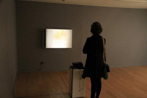 """Manuela Viera-Gallo, """"Lamentos de Amor"""", video, 7 min, 2013, en colaboración con Alejandro Moreno Jashes, dramaturgo. Cortesía de la artista"""