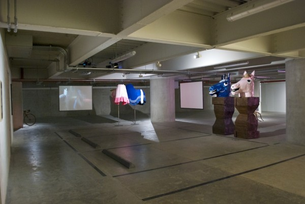 Mike Kelley (1954-2012), Horse busts, horse bodies, 2005