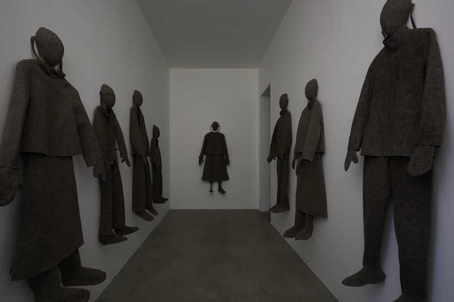 """Vista de la exposición """"Carlos Amorales. Axiomas para la acción (1996-2018)"""", Museo Universitario Arte Contemporáneo, MUAC, Ciudad de México, 2018. Foto: Oliver Santana. Cortesía MUAC."""