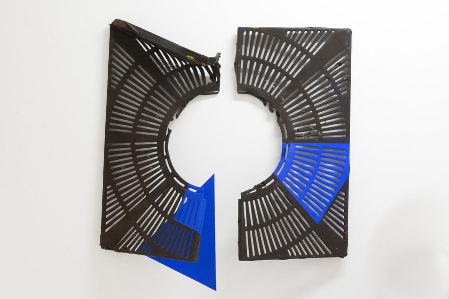 """Vista de la exposición """"Ultramarino"""", de Esvin Alarcón Lam, en Hidrante, San Juan, Puerto Rico, 2018. Cortesía de Hidrante y Henrique Faria Fine Arts"""