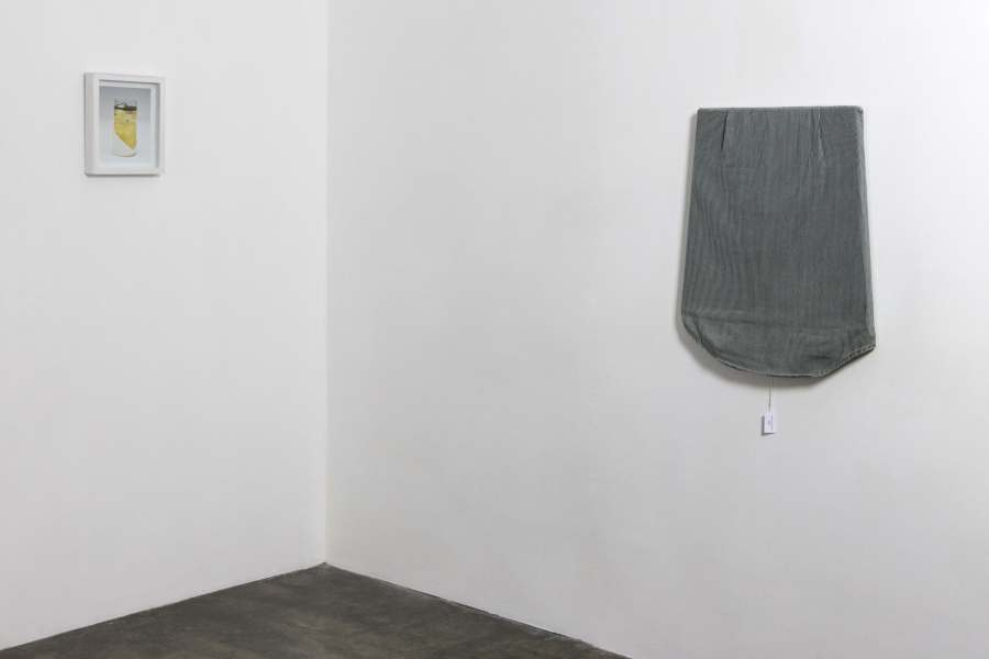"""Vista de la muestra """"Instrumentalizados"""", de Alessandro Balteo-Yazbeck, en la galería Carmen Araujo Arte, Caracas, 2018. Foto: Carlo Grata. Cortesía: Carmen Araujo Arte y Henrique Faría, Nueva York"""