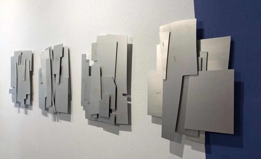 "Serie ""Automatique"", de Patricia Van Dalen. Aluminio anodizado, 2018."