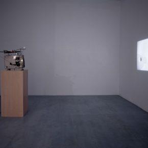 Mario García Torres, Xoco, The Kid Who Loved Being Bored (cont.), vista de la exposición en la Galería Elba Benítez, Madrid, 2014. Cortesía: Galería Elba Benítez