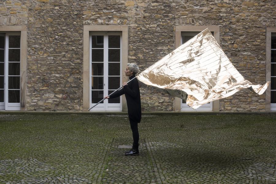 María José Arjona, Avistamiento – Bandera, 2016, video HD, sin sonido, 6:06 min., en loop. Cortesía de la artista y Kunsthalle Osnabrück, Alemania
