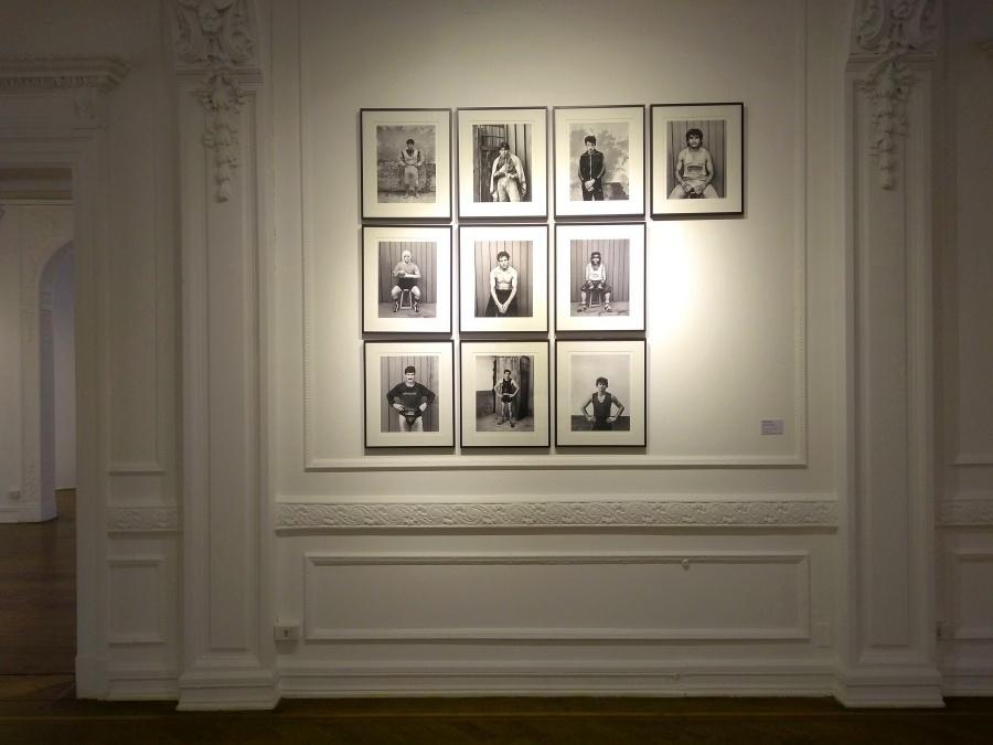 Paz Errázuriz, De la serie boxeadores, 1987, fotografía analógica en b/n, impresión sobre papel fibra. Cinco fotografías, 43 x 35 cm c/u. Colección Leyton Caces. Foto: Alejandra Villasmil