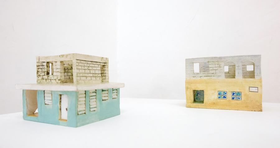 """Vista de la exposición """"Monuments: Poetics of Disclosure"""", artistas de Km 0.2 (Puerto Rico) en Miami Prácticas Contemporáneas, Bogotá, 2018. Cortesía: Km 0.2"""