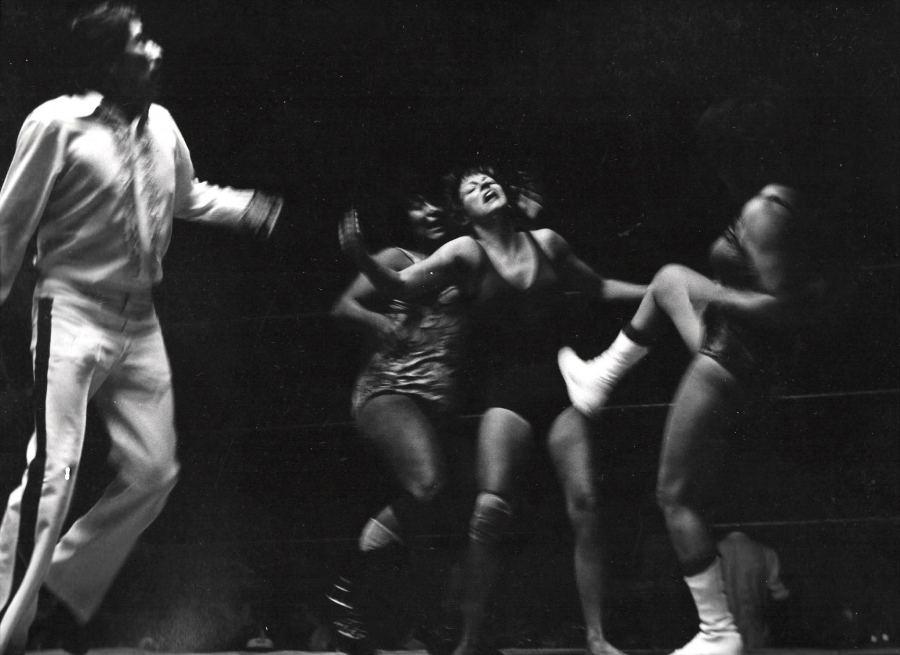 Lourdes Grobet, Gladiadores, 1983, fotografía, 28 x 35.5 cm. Cortesía: Walden, Buenos Aires