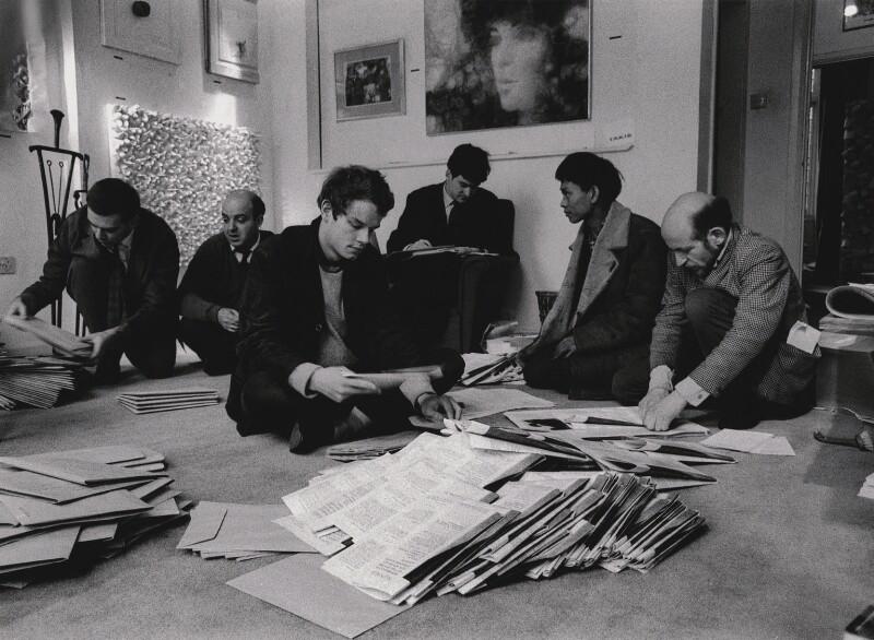 Paul Keeler; Sérgio de Camargo; Guy Brett; Christopher Walker; David Medalla; Gustav Metzger, 1964. Foto: Clay Perry. Cortesía: Sotheby's Londres